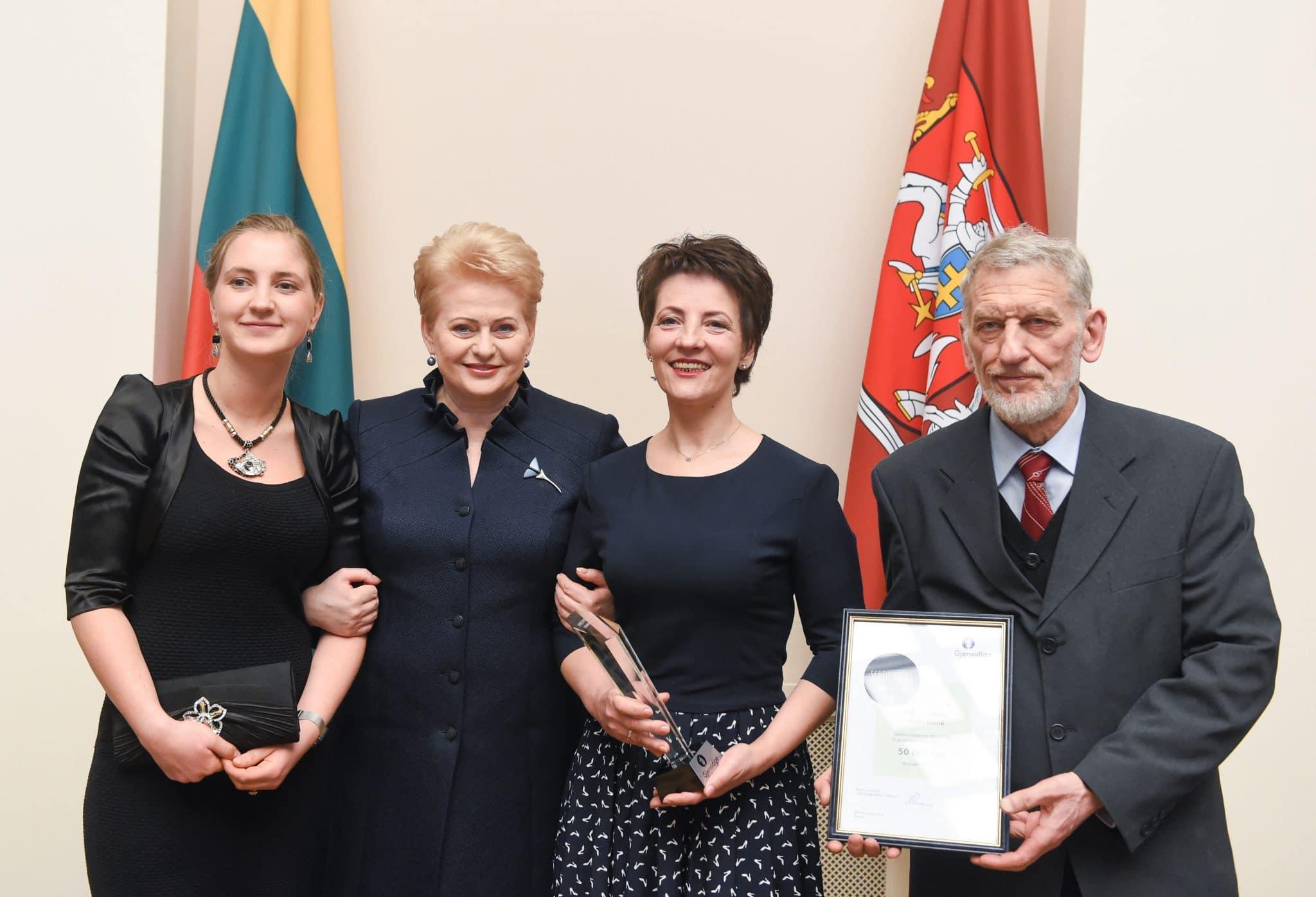 """Konkurso """"Herojai tarp mūsų"""" nugalėtojams – prezidentės apdovanojimai"""